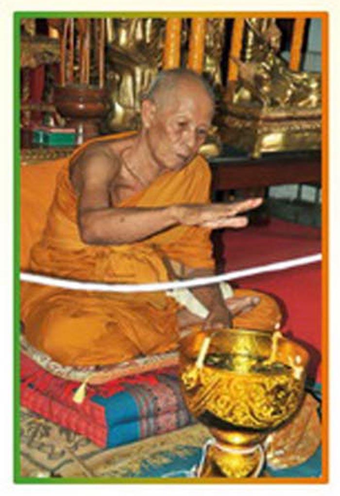 Luang Por Tan Juea gives Ngoe Heng Wicha Blessing