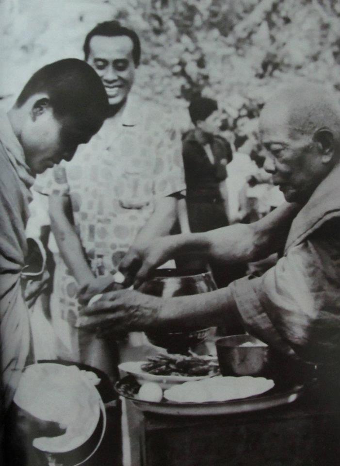 Luang Por Daeng Metta to Monks