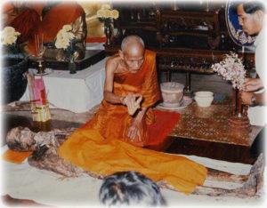 Luang Por Nueang cleans corpse of his Kroo Ba Ajarn, Luang Por Kong, of Wat Bang Gaporm