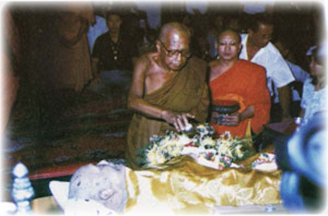 Bathing Luang Por Hyord's Remains in the Funeral Ceremony