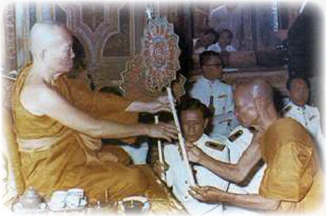 Luang Por Hyord receives Pat Yos for the Status of Pra Kroo Chan Aek (Doctorate in Dhamma), in the Year 2517 BE