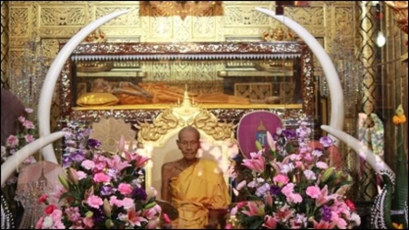 Statue of Luang Por Kong