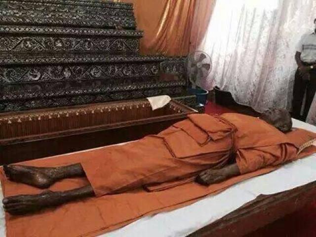 Luang Por Sakorns Remains